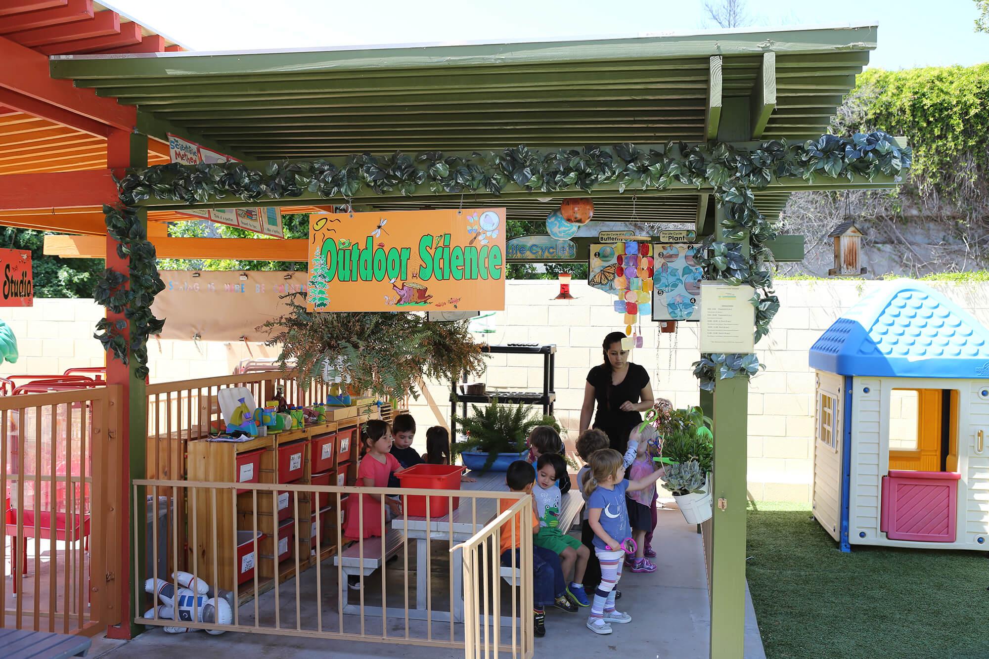 Montessori Aliso Viejo outdoor-science